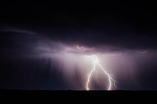 lightning-bolt-768801__340.jpg