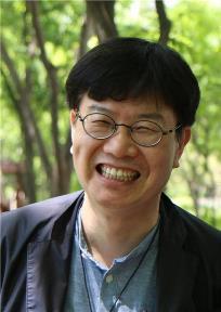 김윤환 필자용 사진.jpg
